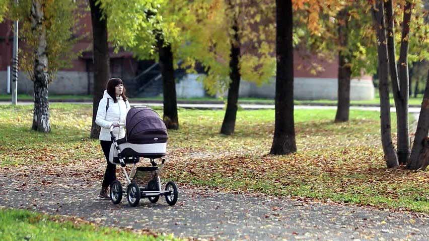 sillas y cochecitos de paseo de bebé